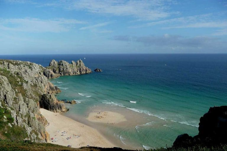 Planning a Cornwall road trip? Want a map and itinerary to help guide your route and decide what to visit? No worries- we've shared our one week Cornish itinerary here, as well as 40 of the best places to visit in Cornwall- with a map!