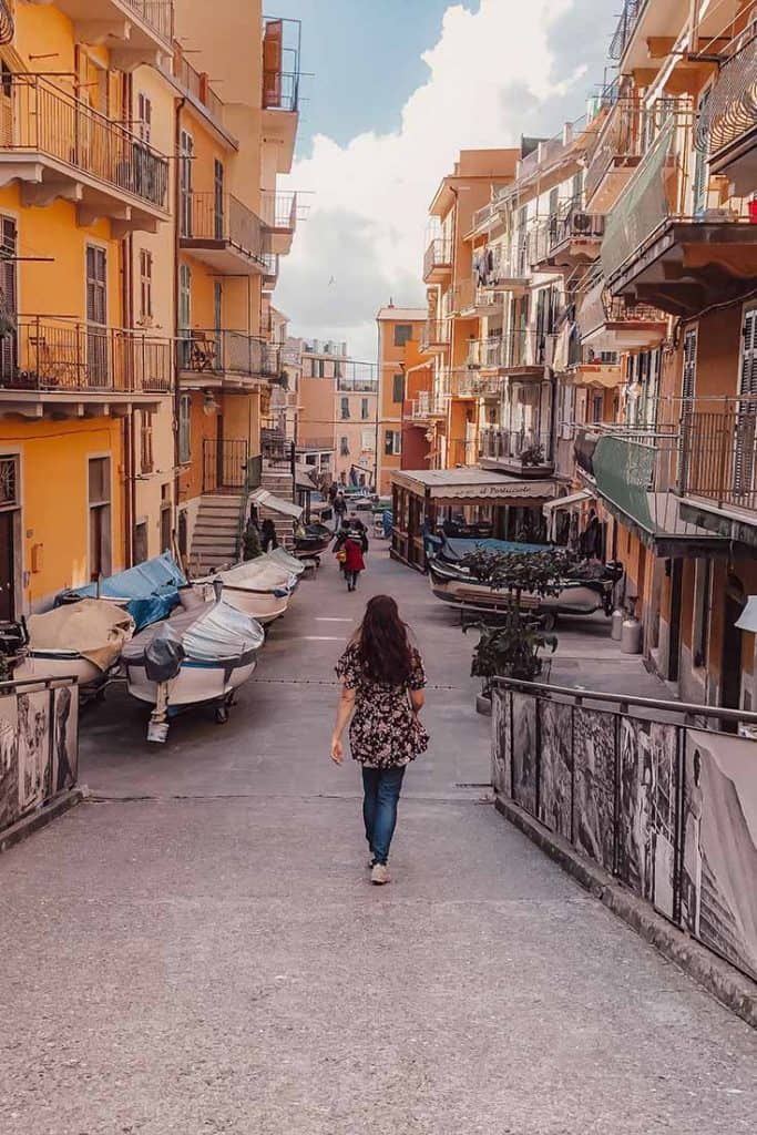Cinque Terre itinerary and travel guide- visit all the towns in one day! #cinqueterre #italy
