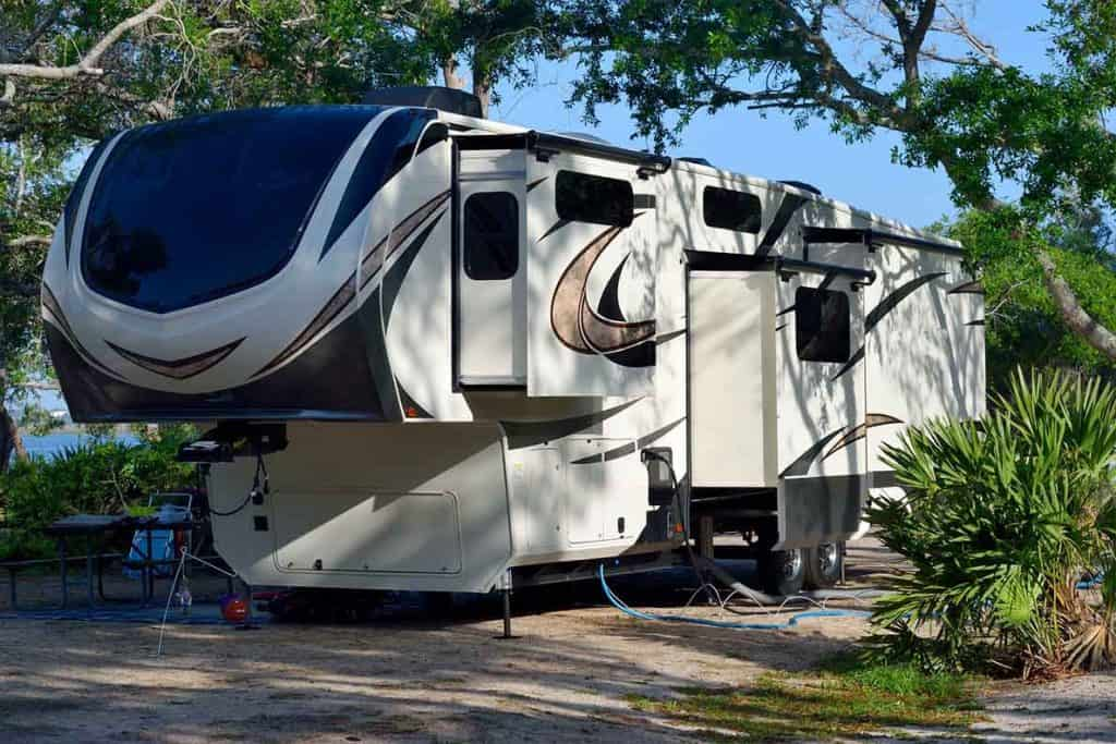Fifth wheel trailer for vanife