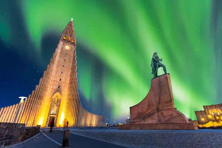 Rekyjavik- One of the best European cities for a winter break for see the Northern Lights