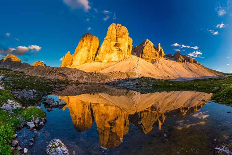 Plan your visit to Tre Cime di Lavaredo in the Dolomites, Italy- how to reach Tre Cime di Lavaredo by car, campervan or bus, map of Tre Cime di Lavaredo and travel tips and hiking advice. Road trip tips for Dolomites, Italy