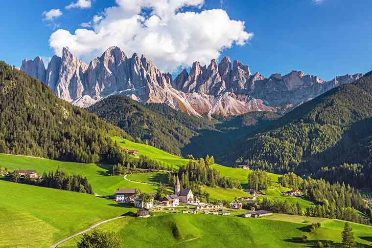 Looking for things to do on your Dolomites Itinerary? Whether you visit in summer or winter, this is the perfect road trip in Italy.