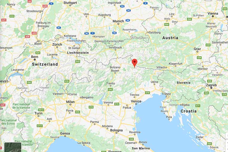 Tre Cime di Lavaredo Map- Plan your visit to Tre Cime di Lavaredo in the Dolomites, Italy- how to reach Tre Cime di Lavaredo by car, campervan or bus, map of Tre Cime di Lavaredo and travel tips and hiking advice.