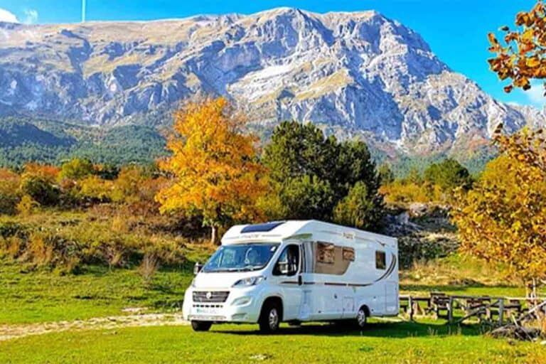Thinking of trying full time motorhome living? Here are 10 things you need to know from the motorhome travel experts