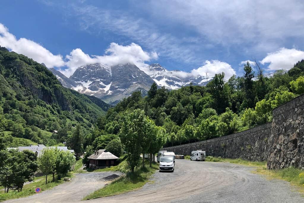Camping-car Camping Car Aire au Cirque de Gavarnie - guide complet de visite.  Road trip pyrénéen et activités au Cirque de Gavarnie.  Avec carte